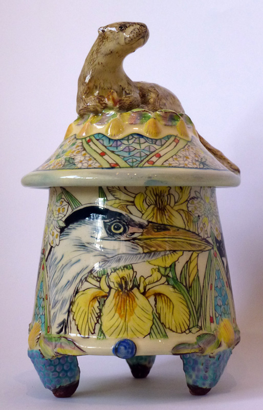 maureen-minchin-lidded-otter-pot