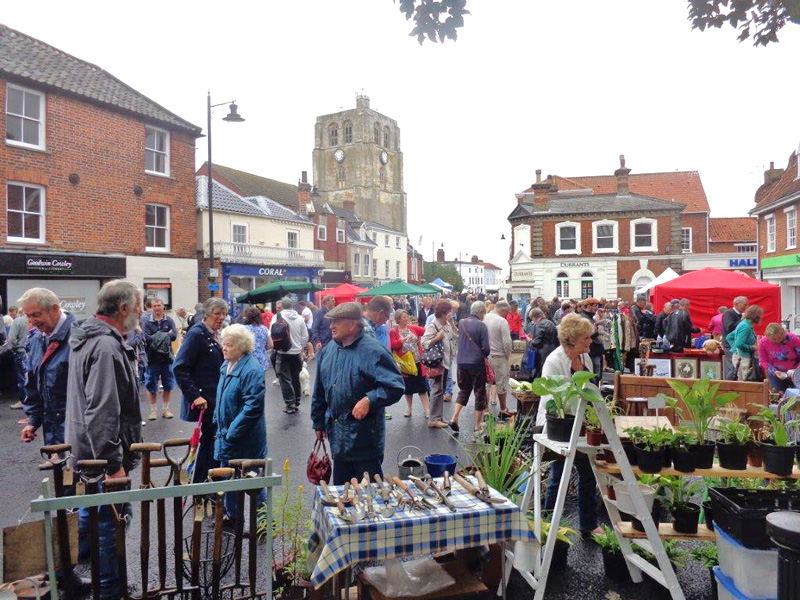 The Beccles Antiques Street Market held in the centre of Beccles will take place on Sunday 1st May, (Bank Holiday weekend).